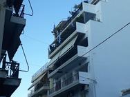 Η γαλανόλευκη κυματίζει στα μπαλκόνια των Πατρινών (φωτο)