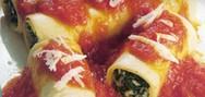 Κανελόνια με σπανάκι και σάλτσα ντομάτας
