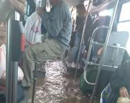 Λεωφορείο στον Ασπρόπυργο πλημμύρισε και οι επιβάτες κρέμονταν για να σωθούν (φωτο)