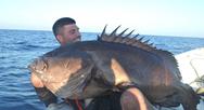 Νεαρός ψαράς έπιασε 'βλάχο' 47 κιλών