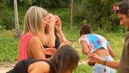 Ελβετία: Γυναίκες σε ριάλιτι ήπιαν... αίμα γουρουνιού για χάρη ενός άνδρα! (φωτο)