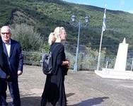 Συγκινημένη η Ζέτα Μακρυπούλια στην κηδεία της γιαγιάς της
