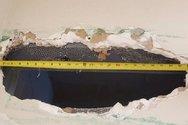 Άνοιξαν τρύπα 55 εκατοστών στην τουαλέτα της φυλακής (φωτο)