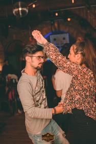 Οι Τρίτες στο Φάμπρικα είναι άκρως... χορευτικές! (φωτο)