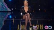Η Sharon Stone επαναλαμβάνει τη θρυλική σκηνή στο 'Βασικό Ένστικτο' (video)