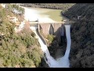 Η υπερχείλιση του φράγματος του ποταμού Λάδωνα από ψηλά (video)