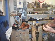 Στο πιο παλιό εργαστήρι της Πάτρας - Βερνίκι, λούστρος, τέχνη και μόχθος (pics+video)
