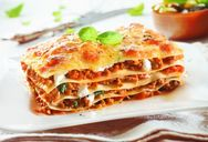 Φτιάξτε λαζάνια φούρνου με κιμά κοτόπουλου και λαχανικά