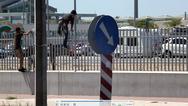 Πάτρα: Μετανάστες πέταξαν πέτρες σε αστυνομικούς μπροστά από το νέο λιμάνι