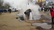 Ρωσία: Δύο άνδρες έπεσαν σε αγωγό καυτού νερού (pics+video)