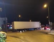 Πάτρα: Φορτηγό έμεινε από συμπλέκτη σε διασταύρωση της Ακρωτηρίου