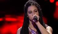 The Voice - Καλλονή μπαρμπέρισα 'τρέλανε' τον Σάκη Ρουβά (video)
