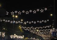 Ο Κώστας Μπακογιάννης ξηλώνει τα χριστουγεννιάτικα αστεράκια
