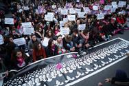 Μεγάλη διαδήλωση στη Ρώμη κατά της σεξουαλικής βίας και των γυναικοκτονιών (φωτο)