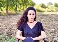 Ιφιγένεια Καραμήτρου: «Μου δίνει απίστευτη χαρά όταν βρίσκομαι στα γυρίσματα και στο θέατρο»