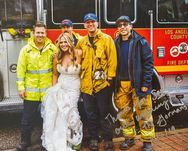 Νύφη έκανε εντυπωσιακή είσοδο στο γάμο της - Πήγε με πυροσβεστικό όχημα