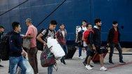 Στον Πειραιά 72 πρόσφυγες και μετανάστες από νησιά του Αιγαίου