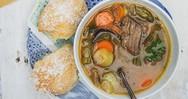 Κρεατόσουπα με ξινό τραχανά