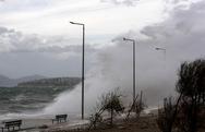 Με πτώση της θερμοκρασίας, ισχυρούς ανέμους και τοπικές βροχές ξεκινά ο Δεκέμβρης