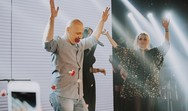 O Νίκος Μουτσινάς και η Ματίνα Νικολάου τα 'έσπασαν' στη Λένα Ζευγαρά (pics+video)
