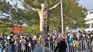 Ζλάταν Ιμπραΐμοβιτς - Ζητούν τη μεταφορά του αγάλματός του