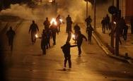 Μολότοφ και δακρυγόνα στα Εξάρχεια μετά την ειρηνική πορεία