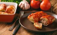 Λαχανοντολμάδες με σάλτσα ντομάτας