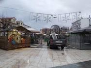 Μπήκε και φάτνη στο Αίγιο - Ετοιμάζονται για τα εγκαίνια του χριστουγεννιάτικου πάρκου