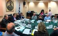 Πάτρα: Χαμός στο δημοτικό συμβούλιο για τα τέλη - 'Αντιδημοκράτες' οι μεν, 'σόουμαν' οι δε