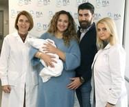 Η Κλέλια Πανταζή αγκαλιά με το νεογέννητο γιο της! (φωτο)
