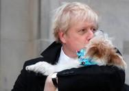Βρετανία: Ο Τζόνσον ψήφισε παρέα με τον σκύλο του