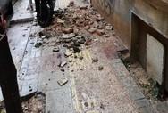 Έπεσαν σοβάδες από εγκαταλελειμμένο σπίτι στον Πειραιά (φωτο)