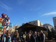 Κόσμος στο χριστουγεννιάτικο χωριό της πλατείας Γεωργίου (φωτο)