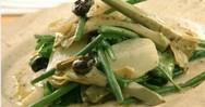 Βραστή σαλάτα με πατάτες, φασολάκια και αγκινάρες