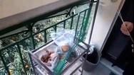 Ηλικιωμένη... πέταξε τον επίδοξο διαρρήκτη με σφουγγαρίστρα, από ύψος έξι μέτρων (video)