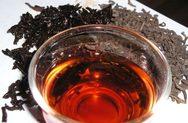Γιατί πρέπει να ρίξετε οπωσδήποτε ένα παγάκι στο καυτό τσάι πριν το πιείτε