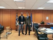 Ο Νεκτάριος Φαρμάκης σε σύσκεψη στην ΕΝΠΕ με κυβερνητικά στελέχη