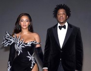 Ο Jay-Z άρπαξε το κινητό θαμώνα που βιντεοσκοπούσε τη Beyonce (video)