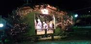 Η πλατεία Κυδωνιάτη στην Πάτρα φόρεσε και πάλι τα γιορτινά της και έγινε παραμυθένια!