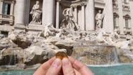 Ιταλία: Σε φιλανθρωπική οργάνωση θα δοθούν τα χρήματα που συγκεντρώνονται στην Φοντάνα ντι Τρέβι
