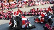 Ταϊλάνδη: Ελέφαντες Άγιοι Βασίληδες πήγαν δώρα σε μαθητές (φωτο)