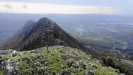 Drone πετάει πάνω από το όρος Σκόλλις της Αχαΐας (video)