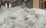 Χιόνισε στα Βίλια Αττικής (video)