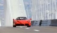 Ο Κώστας Στεφανής διασχίζει τη Γέφυρα Ρίου - Αντίρριου με Ferrari Enzo (video)