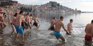 Κροατία - Βούτηξαν στα παγωμένα νερά για να γιορτάσουν το νέο έτος