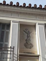 Ένας τοίχος που μας θυμίζει την αίγλη της Πάτρας (φωτο)