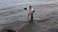 Στη Φθιώτιδα έπεσε ο... παπάς για να πιάσει το Σταυρό! (φωτο)