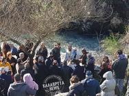 O αγιασμός των υδάτων στο ιστορικό τοξωτό γεφύρι του Ερυμάνθου (φωτο)