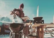 Καλάβρυτα: Μαγείρεμα στα... χιόνια για τον Άκη Πετρετζίκη (φωτο)