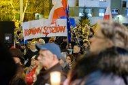 Στους δρόμους της Βαρσοβίας βγήκαν χιλιάδες δικαστές και δικηγόροι